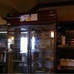 9292680 - 横長の厨房。向かって右側では中華料理・・・