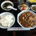 中国家庭料理 嘉門 - 今日のランチ しらす、挽肉とナス、豆腐の辛口醤油煮込み750円