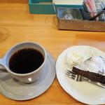 ロンドファクトリー カフェアンドバー - 料理写真:コーヒーとタルト