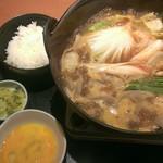 和食さと - さと鍋  1077円    完成!