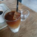 スウィンギング バード キッチン - カフェオレ