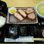 92924768 - 「鹿児島黒豚 ロースとんかつ+特ヒレ(シャトーブリアン)」1700円+税