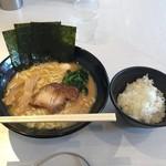 ゴル家 - 醤油豚骨