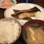 和食 かとう - 金目鯛西京焼御膳@2500円と銀鮭お刺身@500円。西京焼だけでご飯3杯は食べられます(^。^)。せっかくだからとお刺身も頼みますが、以前のようなおまかせ2品ではないので、楽しみが半減しています。。。