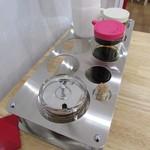 餃楽 - 醤油・酢・味噌