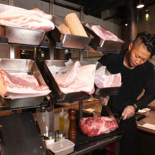 お客様は食べるだけ!スタッフがお客様にかわってお焼きします!