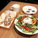 92938833 -  グランデサイズの彩りサラダ スープのセット(税別1,500円)