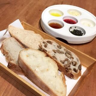 ポワンエリーニュ - ランチのパン食べ放題