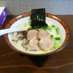 らーめん 豚骨黒王 - 黒ヌキ豚骨らぁめん(700円)