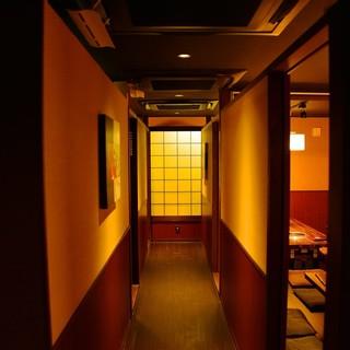 落ち着いた雰囲気の個室をご用意。