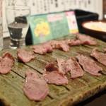牛タン べこ串 - バルメニューが完売で、牛タン炙りに変更になってました