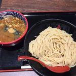 92946724 - 濃厚豚骨魚介つけ麺704円(大580g)                       追加スープ93円