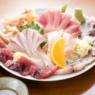 築地から仕入れる鮮魚はお刺身がオススメ!『夜定食』あり