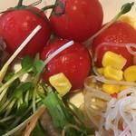 ラ テラス カフェ エ デセール - サラダバーのサラダ (´∀`)/ プチトマト