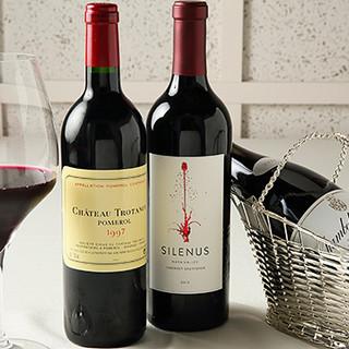 世界中から取り寄せたソムリエ厳選ワインは常時160種以上