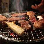 炭火焼肉・にくなべ屋 神戸びいどろ -