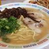 花山 - 料理写真:豚骨ラーメン(化学調味料無添加)。