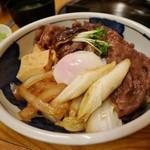 中洲ちんや - すき焼き丼 半熟卵