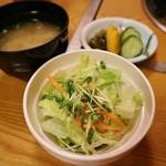 中洲ちんや - セット(サラダ・味噌汁・漬物)