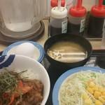 松屋 - キムカル丼大盛、生たまごと野菜サラダのセット