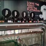 ブラッセルズビアプロジェクト新宿 - [内観] 店内 カウンター越しに見るビール瓶等々 ①