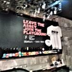 ブラッセルズビアプロジェクト新宿 - [内観] 店内 カウンター越しに見るビール瓶等々 ②