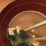 92964937 - 味噌汁は豆腐、ワカメ