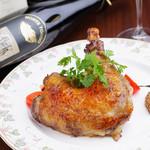 Taverna Mezzanotte - 名物料理 骨付き鶏モモ肉のコンフィ