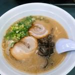 博多一番 - 料理写真:博多ラーメン  670円(税込)  チャーシューは薄くてほろほろのものが2枚。他小口切りの細葱、きくらげ。