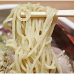 niboshichuukasobasuzuran - 全粒粉が練り込まれた麺。