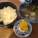 海女小屋はちまんかど・あさり浜 - 御飯と味噌汁がつきます。