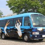海女小屋はちまんかど・あさり浜 - 海女さんが描かれたバス! これは強烈!