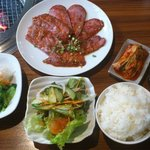 炭火焼肉 実の里 - 実の里牛カシラランチ800円