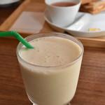 カフェ サンズ - バナナヨーグルトスムージー