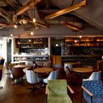 WIRED CAFE - おしゃれな椅子でくつろげる店内