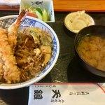 天銀 - 料理写真:天丼ランチ 900円で頂けるのが嬉しい\( ´ω` )/