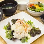 YoTsuBa - ◇「日替わりランチ」◇(本日のメイン料理・副菜・ごはん・日替わりスープ・サラダ・デザート付き)