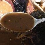 一文字カリー店 - スープカリーをスプーンですくいます。