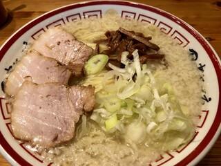 田中そば店 秋葉原店 - 間違って配膳された「(背脂)こってり」。ノーマルの写真と比べると明確にこってりしています。