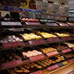 MOGMOG Doughnut Factory - ドーナツの種類はいっぱい カラフルでかわいい