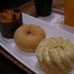 MOGMOG Doughnut Factory - ちょっと小ぶりなドーナッツたちは¥130~