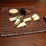 レノックス カクテル&ワイン - ナチュラルチーズ盛合せ(お好みで)