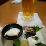 食呑工房 英良 - お通しとオリオン生ビール