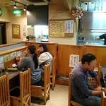 松富 - 松富 @銀座 U字とI字型のカウンター席のみの店内