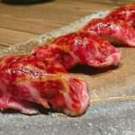 肉バルGAM - 和牛赤身の肉寿司(2貫480円)