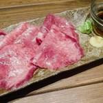 肉バルGAM - 国産牛タン刺し(2280円)