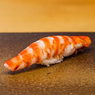 酢橘や塩、あるいは旨みを重ねて。魚の魅力を活かす足し算の美学