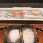 93007015 - 岩塩と山椒塩