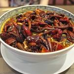 中國菜 浜正 - 和牛薄切りの四川辛み煮込み。豆もやしと干し豆腐たっぷり。なにより鷹の爪はどっさり。