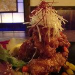 カーヴ 隠れや - 料理写真:『地鶏の唐揚げ油淋ソース』大ぶりの鶏肉を惜しげもなく・・・食べ応え抜群!